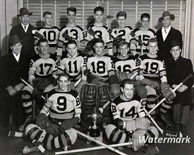 82ad5e66713 1943 Saskatoon Bruins Midget Hockey Team Gordie Howe Black & White 8 X 10  Photo