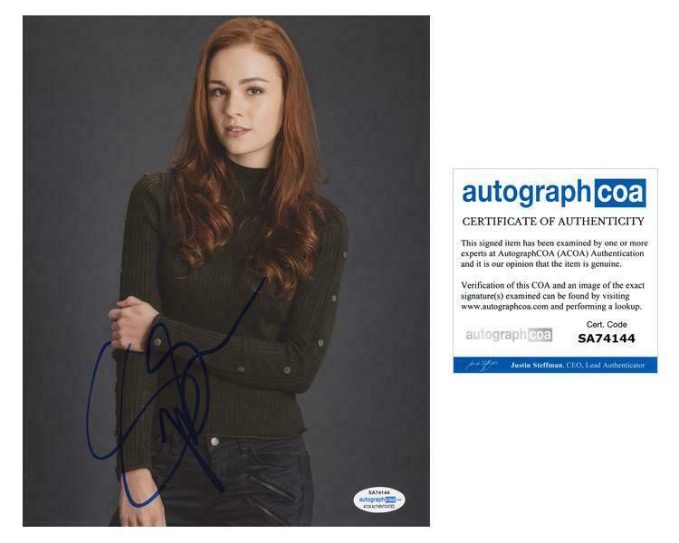 "Sophie Skelton ""Outlander"" AUTOGRAPH Signed 'Brianna' 8x10 Photo D ACOA"
