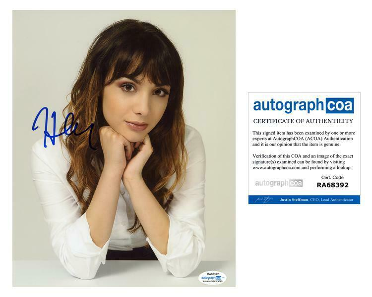 Hannah Marks AUTOGRAPH Signed 8x10 Photo ACOA