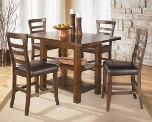 *** USED *** ASHLEY PINDERTON 5PC DINETTE   S/N:51162505   #STORE543