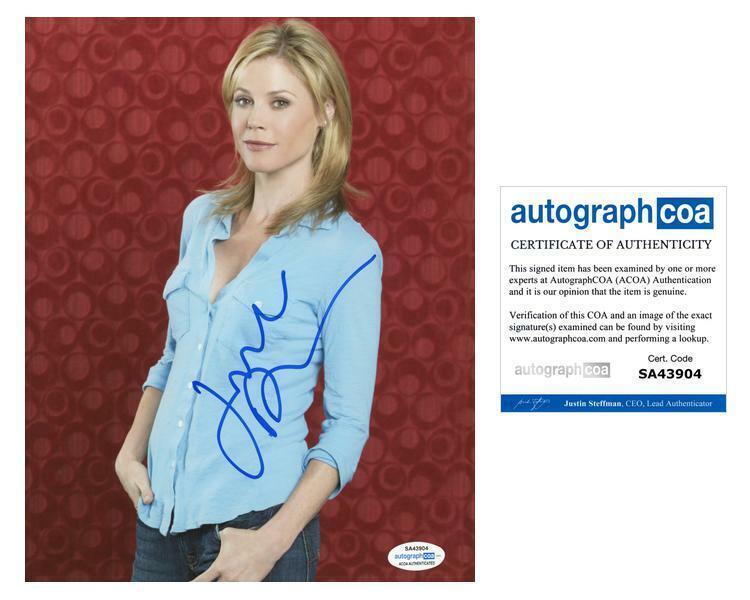 "Julie Bowen ""Modern Family"" AUTOGRAPH Signed 'Claire Dunphy' 8x10 Photo B ACOA"