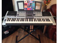 Yamaha E403 Piano + free stand and other accessories