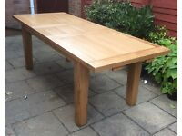 Excellent Solid Oak Extending Dining Table.