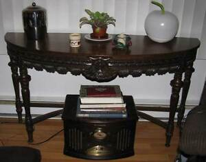 Beautiful Hall Console Table VGC