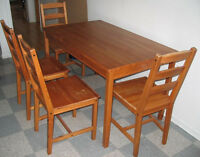 Table 4 chairs Solid Pine Wood/Table 4 chaises Bois Pin excellen