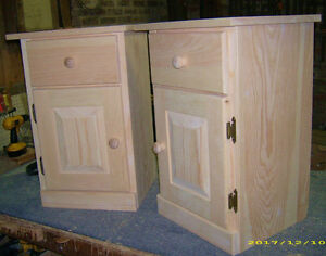 PINE NIGHTSTANDS//END TABLES