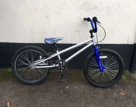BOYS MONGOOSE BMX