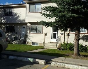 Great Location! 3 Bedroom Townhouse