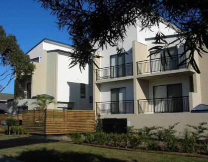 MODERN TUNCURRY UNIT NEAR BEACH: Could suit teachers Tuncurry Great Lakes Area Preview