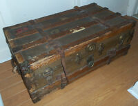 Antique Steamer Trunk / Coffre