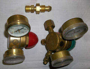 PAIR OF AIRCO  OXYGEN - PROPANE & ACETYLENE REGULATORS Belleville Belleville Area image 3