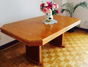 Solid oak wood dining table for sale!