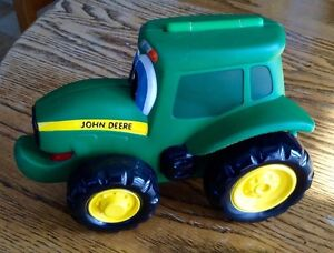 "ERTL.JOHN DEERE TRACTOR SHAPE BOOK ""JOHNNY TRACTOR GENERATION II"
