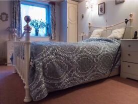 Theraposture double bed.