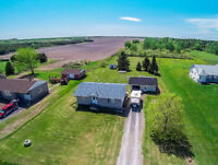 Bungalow on 1 acre lot at 20min of Ottawa