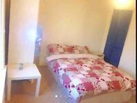 Large double room to let , couples or singles welcomed --fully renovated/furnished house.e