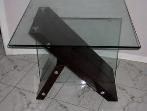 GLASS TABLES MATCHING MAHOGANY West Island Greater Montréal image 8