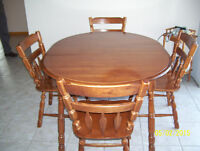 Dinnging Table with 4 chairs and 2 Expand Leaves
