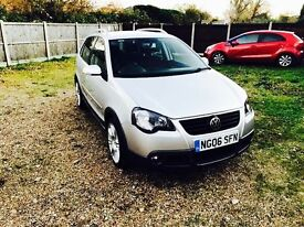 ONLY 51.800 MILES FROM NEW.ONE OWNER.2 KEYS.FULL SERVICE HISTORY.