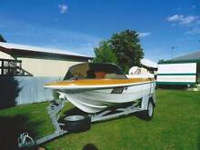 MONARK LARK BOAT WITH 25HP MOTOR Inverell Inverell Area Preview