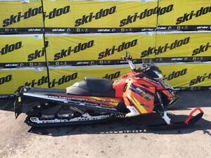 2015 Ski-Doo Summit SP with T3 Package ROTAX 800R E-TEC Lava Red