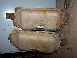 2 catalytic converters