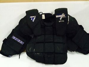 Vaughn vp 770 jr XL chest protector very nice West Island Greater Montréal image 1
