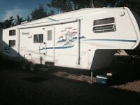 2004 Cougar 5th Wheel, 28 and a half foot *** PRICE REDUCED***