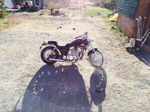 1986 Suzuki 700 intruder quick sale