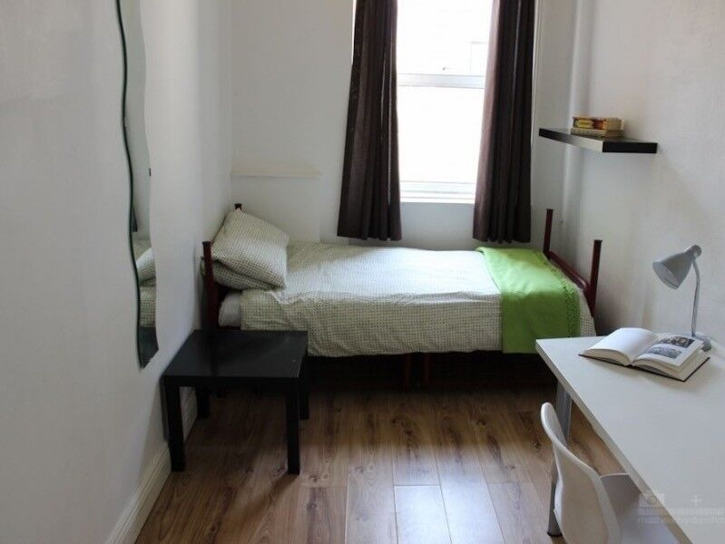 Spacious single rooms. (Kings Cross station)