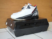 AIR JORDAN 22 WHITE/VARSITY RED-BLACK 8.5US KOBE LEBRON BASKETBA
