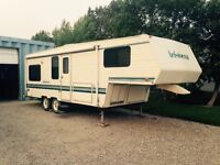 Aristocrat 5th wheel 25 feet
