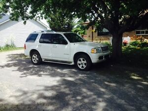 2004 Ford Explorer limited edition must go