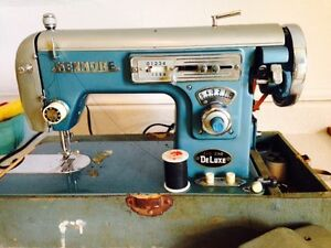 Vintage Kenmore Zig Zag Deluxe Heavy Duty Sewing Machine