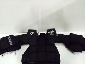 Vaughn vp 770 jr XL chest protector very nice West Island Greater Montréal image 2