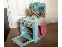 CHILDS WOODEN COOKER