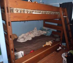 Gananoque...Bunk Beds or two singles with mattresses.