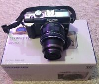OLYMPUS E-PL1 DIGITAL CAMERA KIT. WITH CARRY CASE.