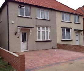 DOUBLE BEDROOM IN A CLEAN & QUIET HOUSE, CLOSE TO TRANSPORT LINKS