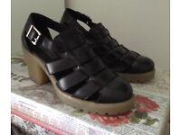 URBAN OUTFITTERS black platform SANDALS deena & Ozzy 5 crepe soles