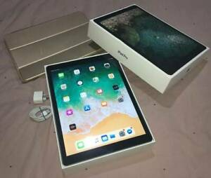 Black iPad Pro 12.9 WIFI 64GB (LIKE NEW CONDITION AND ACCESSORIES