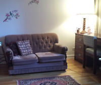 NEGOTIABLE DESK /canape/couch extra clean- pet/smoke free