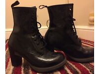 Lady's DOC MARTINS BOOTS