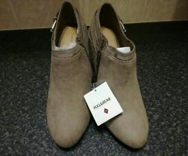 Grey suedette shoe boots size 5(will fit 4.5)