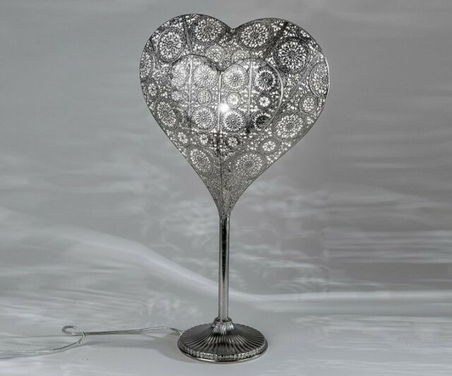 Lampe Leuchte Tischlampe Tischleuchte Herz 52 cm silber