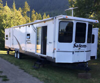 39' park Trailer Loaded Excellent Condition Ready to Go
