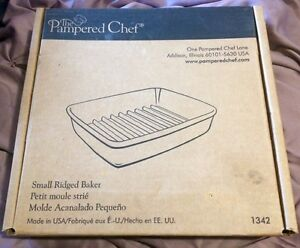 The pampered chef - small ridged baker