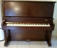 Piano droit en acajou/Upright mahogany piano