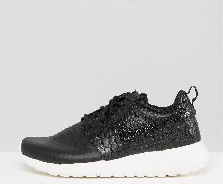 Nike Roshe One Premium Trainers in Black Size 5