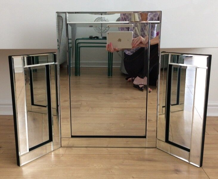 Tri-Fold Mirrored Dressing Table Mirror
